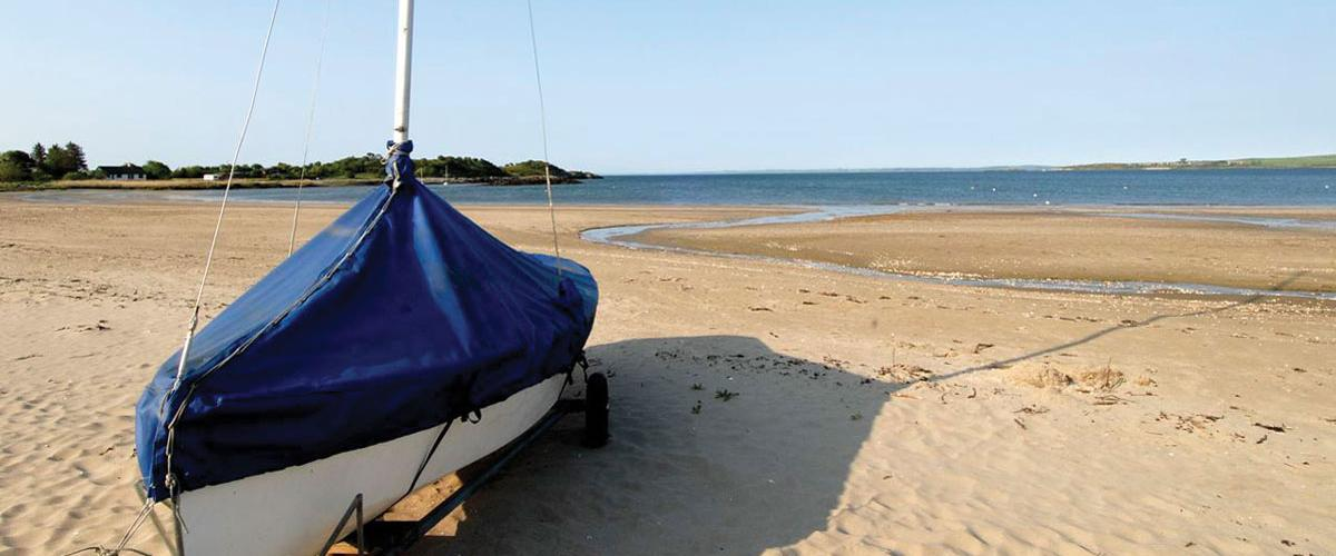 A sailing boat on the private beach at Sandgreen
